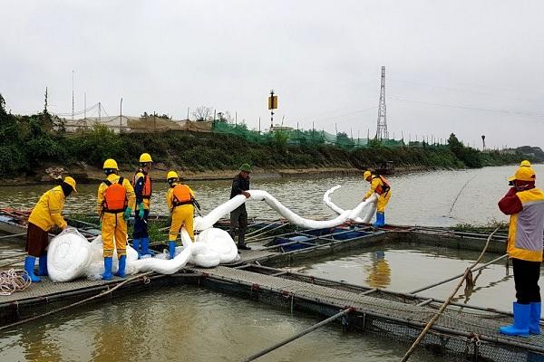 VianPool Xử lý cơ bản dầu tràn trên sông Kinh Thầy - Hải Dương