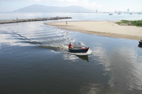 VianPool Biển Đà Nẵng: Xuất hiện nước đen ngòm và bốc mùi hôi bất thường